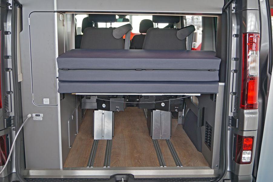 Kofferraum und zweite Bett