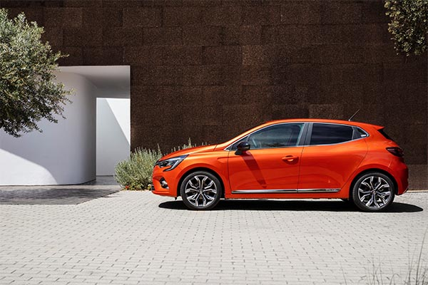 Renault Clio orange